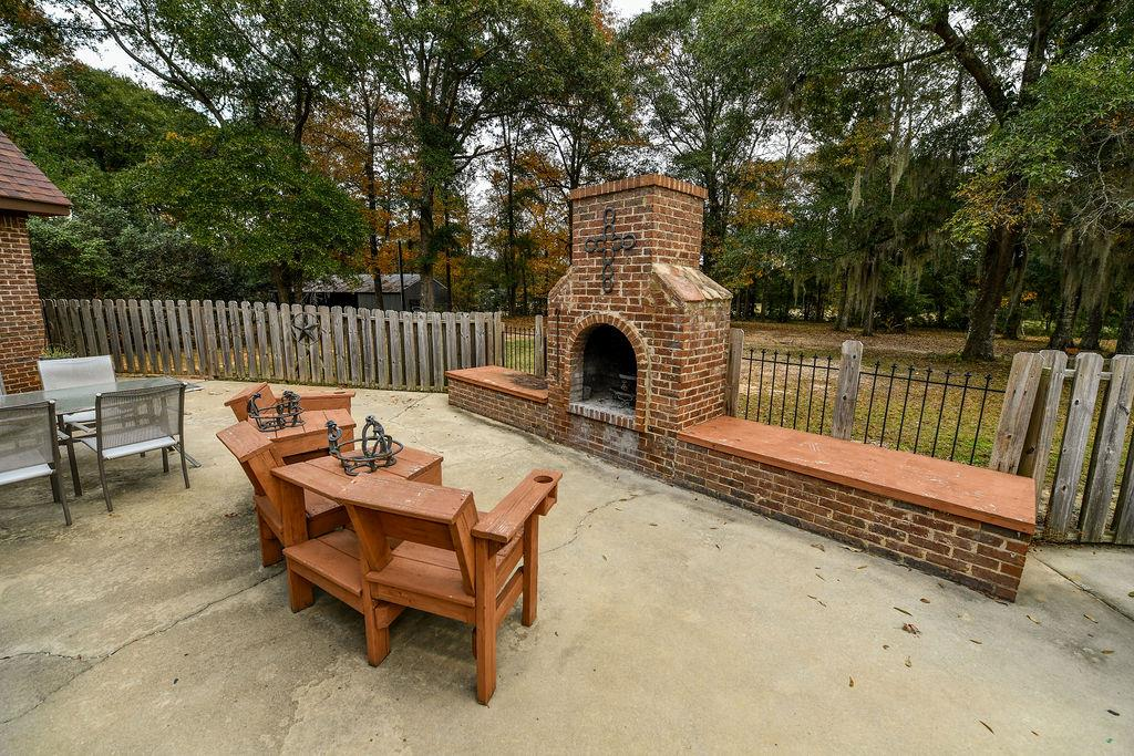 Outdoor/Patio Fireplace (wood burning)